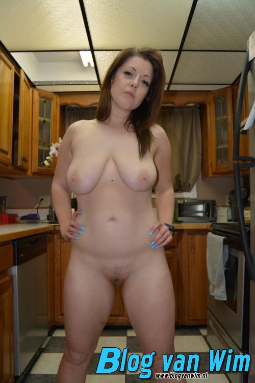 Lekkere huisvrouw met geile borsten!