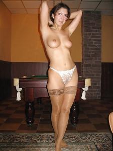 Lekker wijvie poseert in supergeile lingerie!