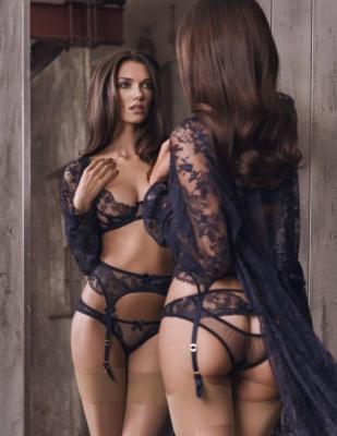 Bloedmooie dame in sexy lingerie!